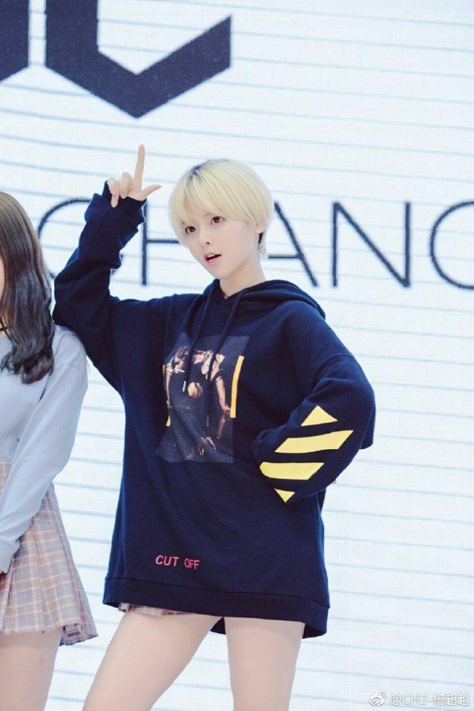 CH2女团时期的杨超越金色短发造型活动图片【2017-4-9】