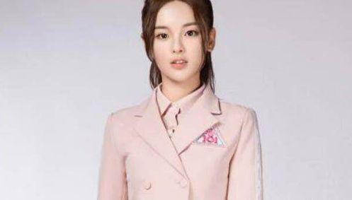 杨超越穿中戏校服引争议,但没人知道她在苦练演技