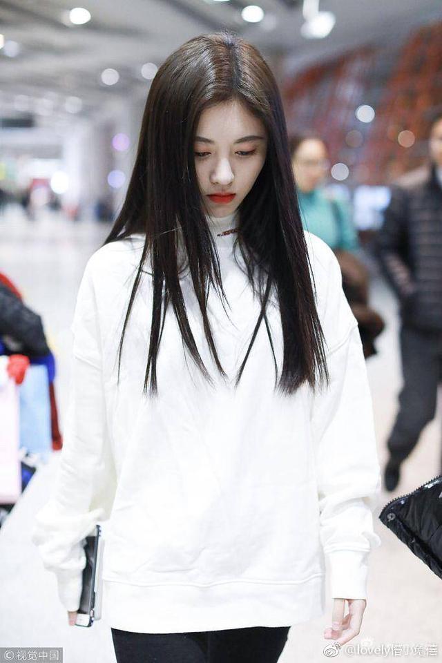 鞠婧祎、吴宣仪、杨超越、迪丽热巴,谁的黑长直更清纯温婉?