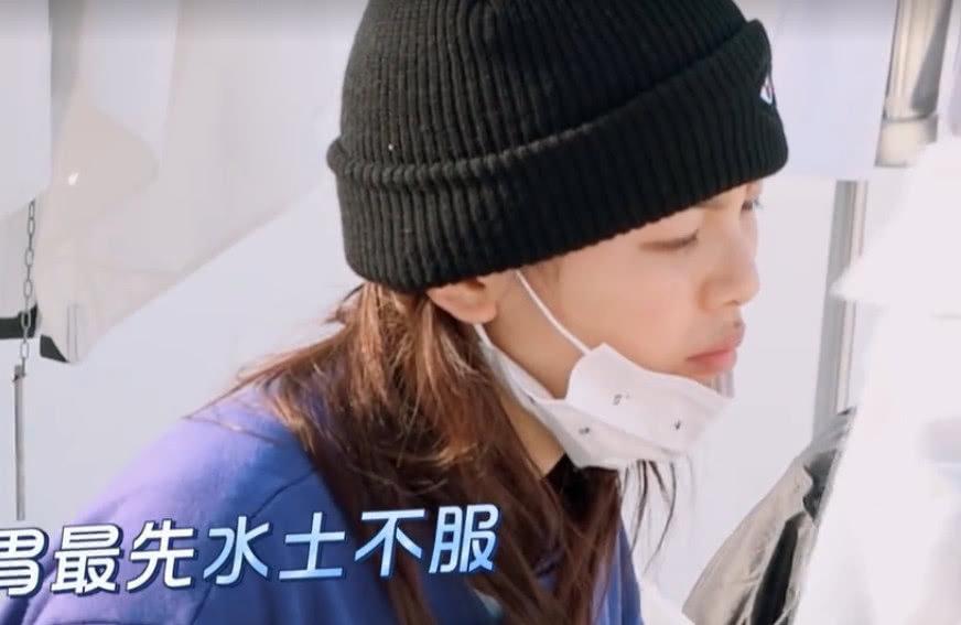 杨超越为何帽子被摘了,会这么心慌呢,其实和这个生活习惯有关?