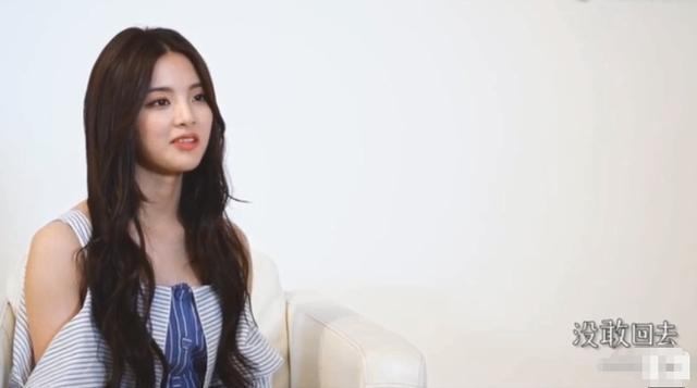 杨超越曾谈她在外感觉很孤单,成名后不敢回家,只因怕这样东西!