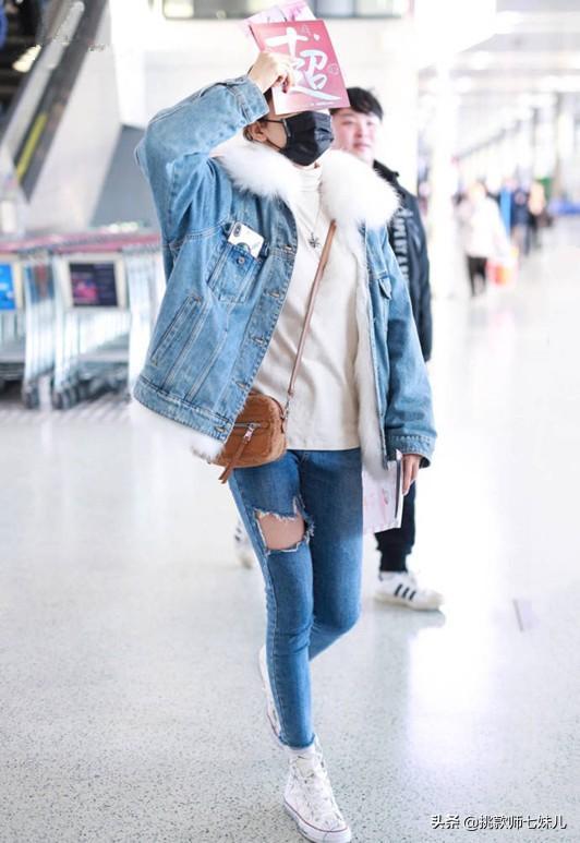 杨超越衣品又高了不少!一身牛仔清丽脱俗,简直行走的机场吸引力
