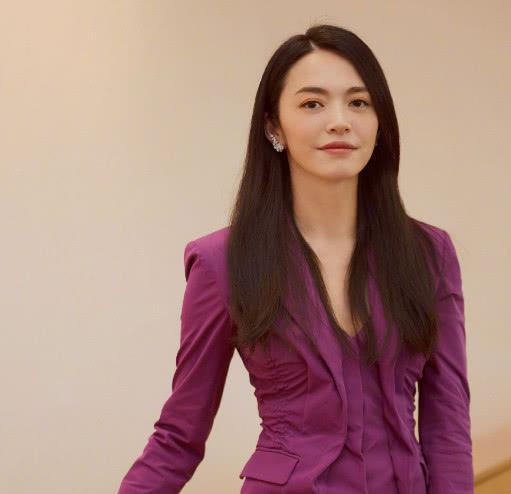 杨超越登2018《人物》封面!和姚晨韩雪同框,成女性代表之一