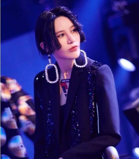 尚雯婕听了杨超越的歌后,直接说出的评价,字幕都没敢打