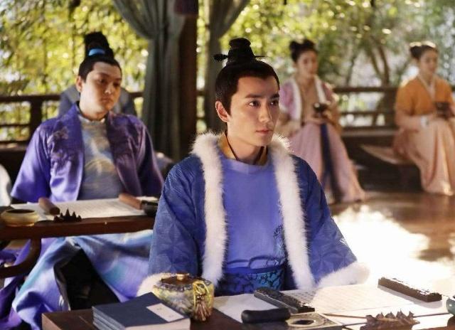 搜狐又出红黑榜,朱一龙被赞没有明星架子,杨超越的性格受好评