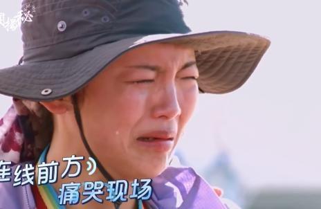 杨超越又哭了,因吃不惯外国餐食,成员们的表情却透露出关系好坏