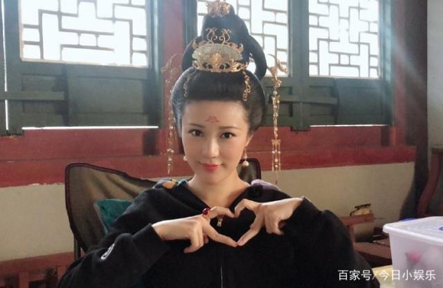 邬靖靖当年演西施惊艳众人,现在身材不再火辣,却因搭档杨超越再受关注