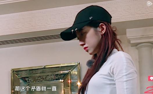 火箭少女拍照,杨超越调侃:这是网红的生活,赖美云却很有主见