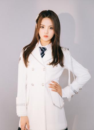 火箭少女演唱会,孟美岐、吴宣仪靠业务能力上热搜,杨超越靠粉丝