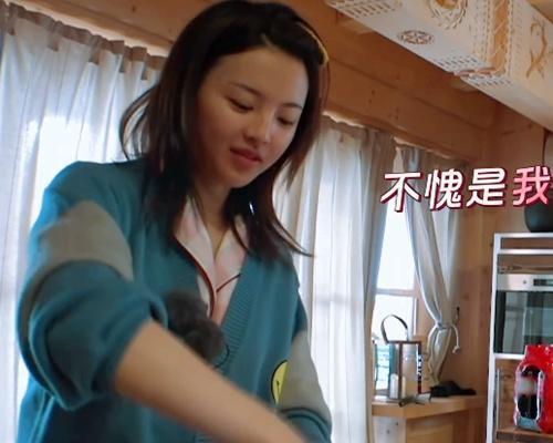 """《横冲直撞20岁》杨超越的西红柿鸡蛋炒饭,标准的单身狗""""狗粮"""""""