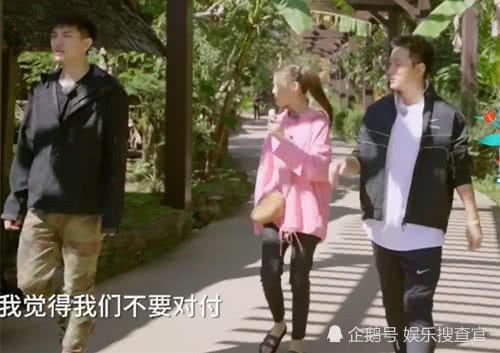 """杨超越进村""""变形"""",谁注意她脚上穿的拖鞋?打脸半个娱乐圈!"""