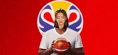 杨超越参加篮球世界杯抽签仪式?网友热议:破次元壁锦鲤加持