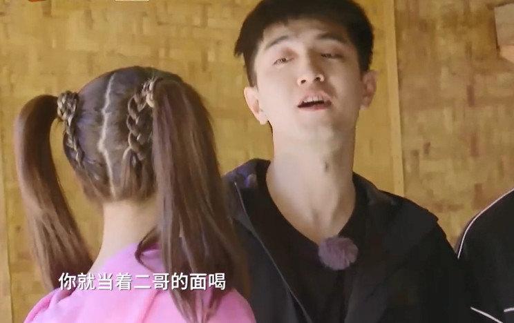 让贾乃亮深受打击的事情,杨超越轻松完成了,真是惊掉下巴!