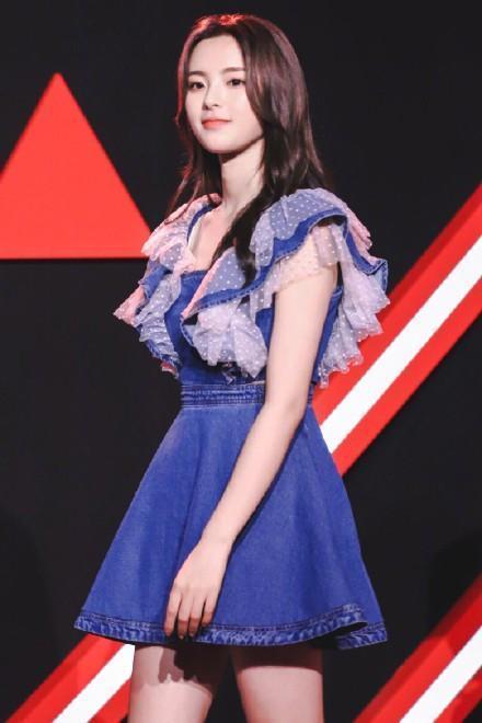 杨超越红毯造型惊艳,裙子不好看,穿在杨超越身上就好看