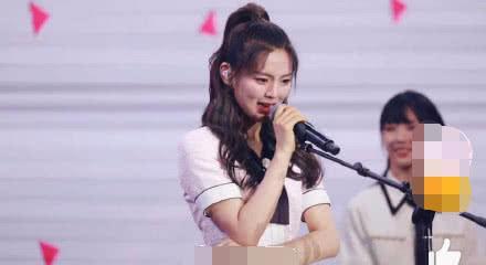 杨超越又哭了,一周年见面会发言称想做实力派,希望粉丝再等等她