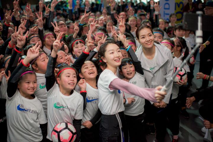 安德玛签下杨超越的背后,运动品牌难道不爱运动明星了吗?