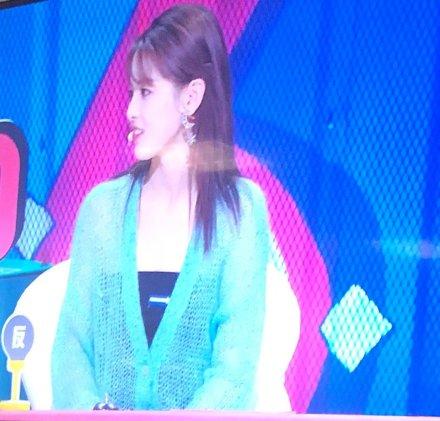 杨超越录制《奇葩说》第六季,将于11月播出