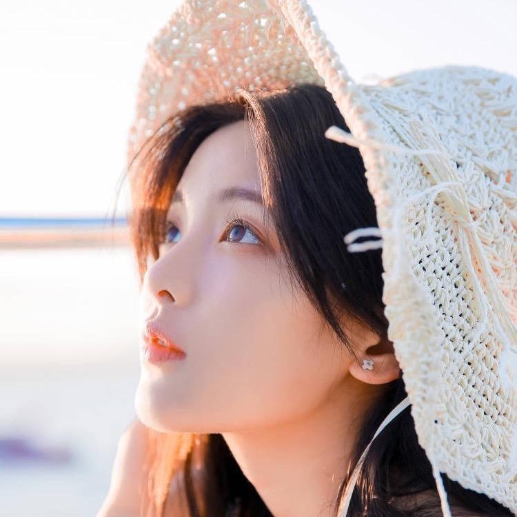 杨超越游艇美照【5P】