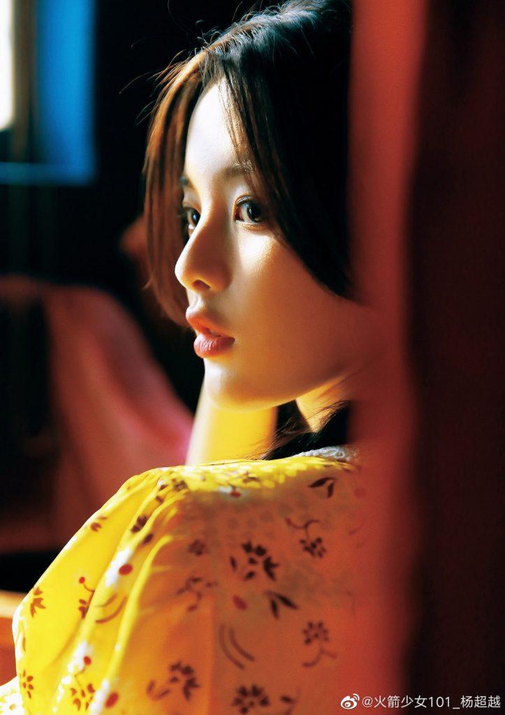 杨超越miumiu黄色碎花裙美图【4P】