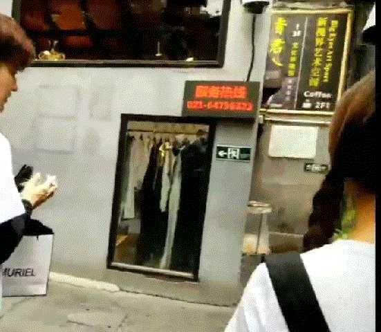 如何看待杨超越片场拍戏时要助理帮忙扔用过的纸,被场外拍摄并有大量微博娱乐号转发?插图