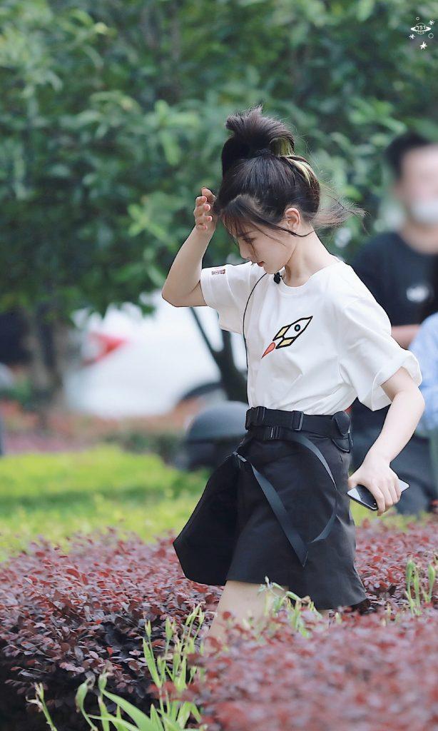 初夏下班路上的马尾辫美少女杨超越美图【9P】