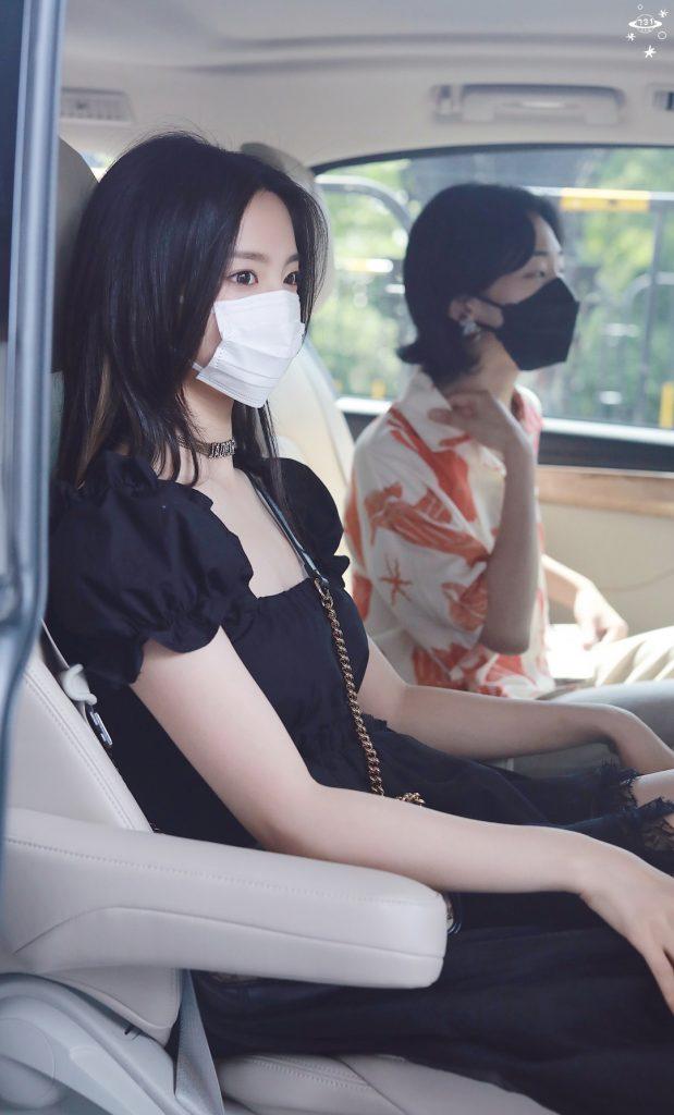 杨超越是真好看,普普通通坐车里的照片都这么好看