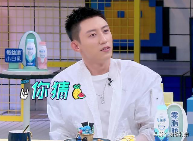 黄景瑜、杨超越亮相《拜托了冰箱》,何炅揭秘为何称呼他们为大哥